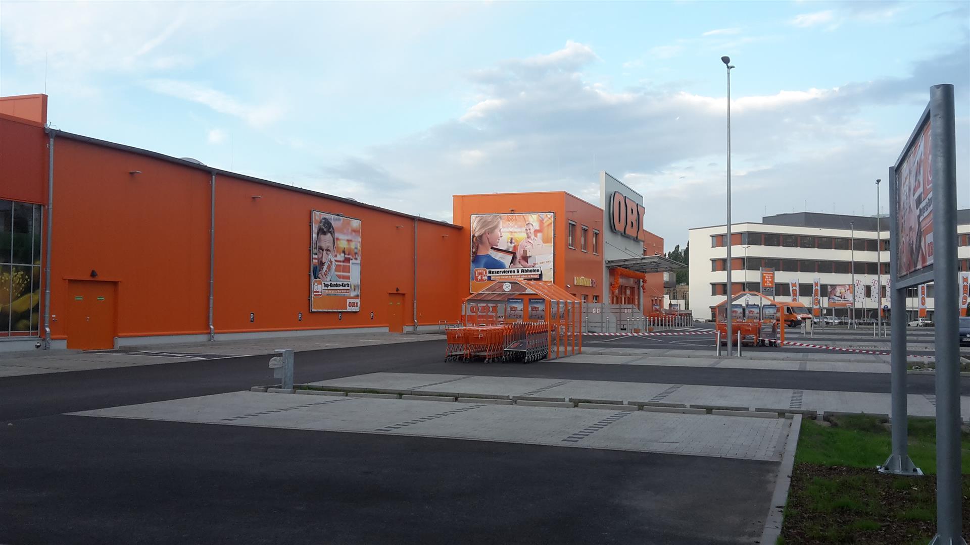 erfolgreiche er ffnung des obi bau und gartencenters in berlin lichtenberg industriebau imetaal. Black Bedroom Furniture Sets. Home Design Ideas